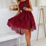 Asymetrické šaty s čipkovaným vzorom