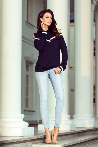 Dámsky sveter s odhalenými ramenami