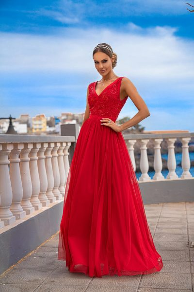 Červené šaty s tylovou sukňou