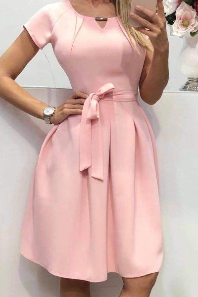 Jednoduché áčkové šaty s opaskom – ružové
